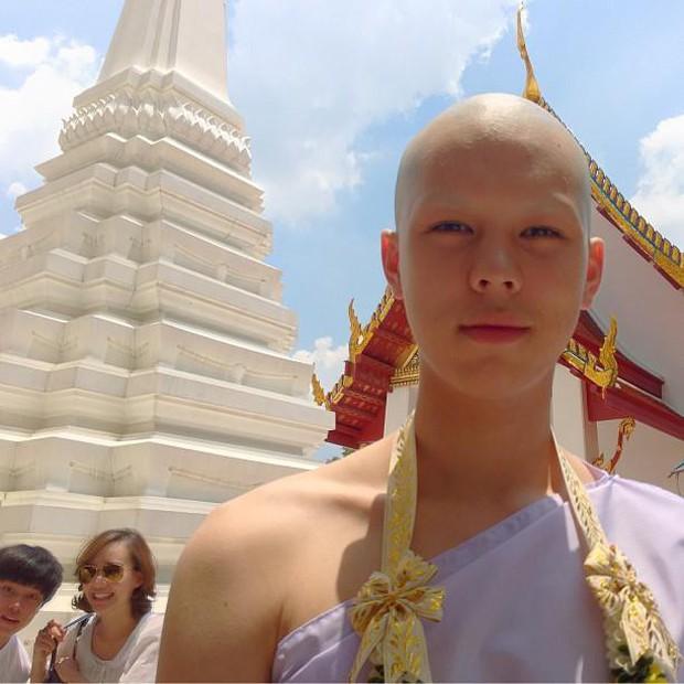 Dàn nam thần Thái siêu hot xuống tóc đi tu báo hiếu cha mẹ: Thay đổi ngoạn mục, gây sốt vì ngoại hình tự nhiên - Ảnh 24.