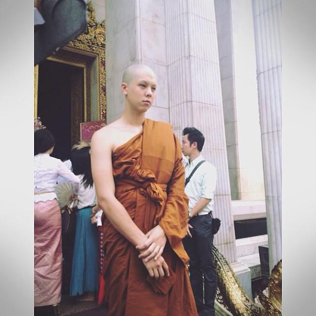 Dàn nam thần Thái siêu hot xuống tóc đi tu báo hiếu cha mẹ: Thay đổi ngoạn mục, gây sốt vì ngoại hình tự nhiên - Ảnh 26.