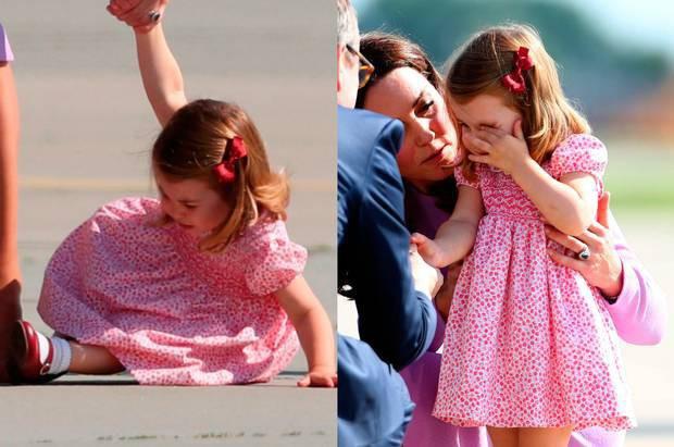 Công chúa Charlotte lè lưỡi trêu ngươi đám đông, cách Kate Middleton xử trí khiến nhiều người thán phục - Ảnh 4.