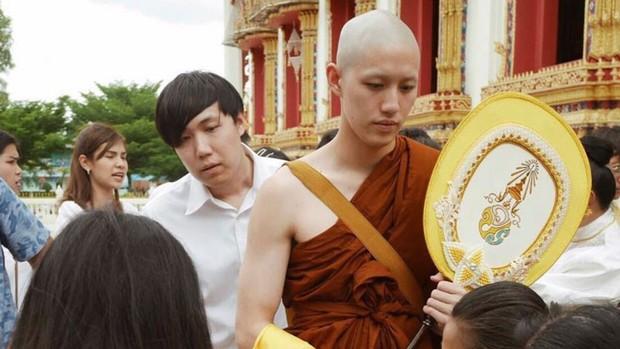 Dàn nam thần Thái siêu hot xuống tóc đi tu báo hiếu cha mẹ: Thay đổi ngoạn mục, gây sốt vì ngoại hình tự nhiên - Ảnh 33.