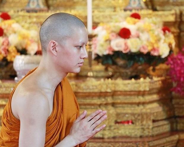 Dàn nam thần Thái siêu hot xuống tóc đi tu báo hiếu cha mẹ: Thay đổi ngoạn mục, gây sốt vì ngoại hình tự nhiên - Ảnh 38.