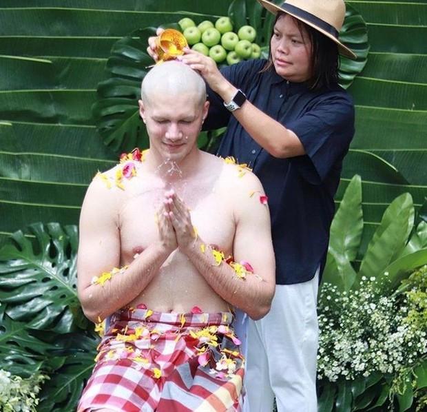 Dàn nam thần Thái siêu hot xuống tóc đi tu báo hiếu cha mẹ: Thay đổi ngoạn mục, gây sốt vì ngoại hình tự nhiên - Ảnh 49.