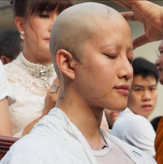 Dàn nam thần Thái siêu hot xuống tóc đi tu báo hiếu cha mẹ: Thay đổi ngoạn mục, gây sốt vì ngoại hình tự nhiên - Ảnh 6.