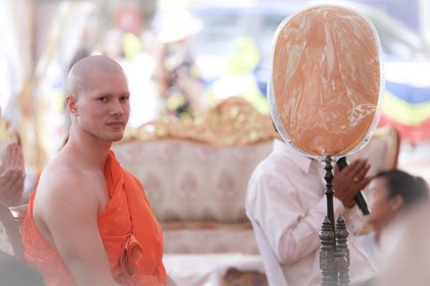 Dàn nam thần Thái siêu hot xuống tóc đi tu báo hiếu cha mẹ: Thay đổi ngoạn mục, gây sốt vì ngoại hình tự nhiên - Ảnh 51.