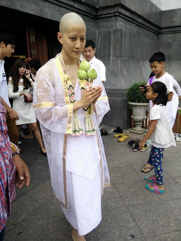 Dàn nam thần Thái siêu hot xuống tóc đi tu báo hiếu cha mẹ: Thay đổi ngoạn mục, gây sốt vì ngoại hình tự nhiên - Ảnh 7.