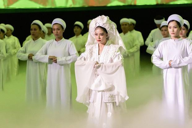 3 lần Hoàng Thùy Linh mang trang phục đậm văn hóa Việt vào MV ca nhạc: Đẹp mộng mị khiến người xem mãn nhãn - Ảnh 4.