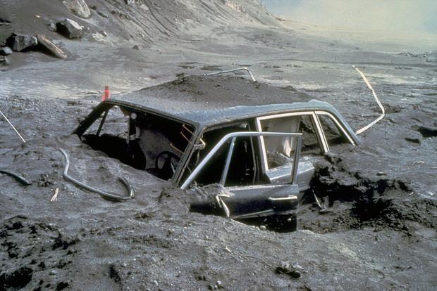 Loạt ảnh cuối cùng trước núi lửa: Câu chuyện về 2 nhiếp ảnh gia hi sinh cả tính mạng để bảo vệ những thước film quý báu của khoa học và nghệ thuật - Ảnh 4.
