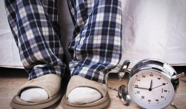 Đi tiểu nhiều lần giữa đêm có phải là dấu hiệu bình thường? - Ảnh 1.