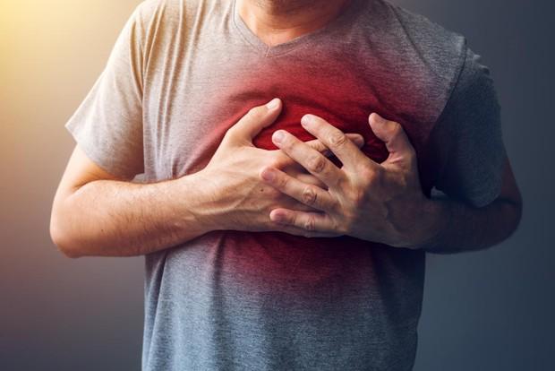 Thay đổi cách thức uống nước để tránh gây tổn hại lượng đường huyết, tim, thận và dạ dày - Ảnh 2.