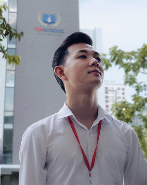 Thầy giáo 9x dạy Vinschool điển trai lại còn hay mặc sơ mi trắng, đúng chất soái ca khiến học sinh chao đảo - Ảnh 5.