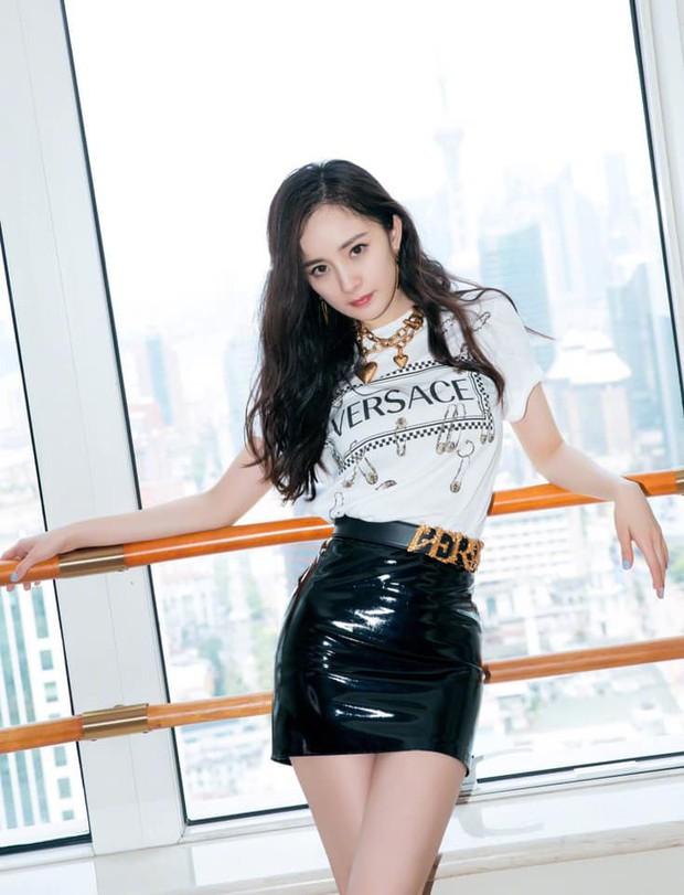 Versace dính phốt nặng tại Trung Quốc, Dương Mịch tức tốc chấm dứt hợp đồng đại diện mới ký chưa đầy 2 tháng - Ảnh 3.