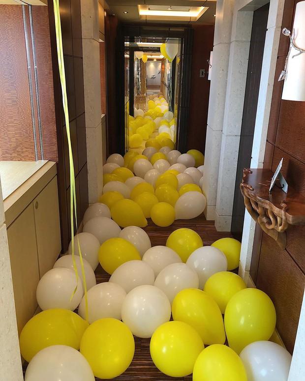Sinh nhật kiểu tỷ phú Kylie Jenner: Du thuyền 6000 tỷ, vòng kim cương siêu to khổng lồ, váy áo gần 1 tỷ và hơn thế nữa - Ảnh 8.