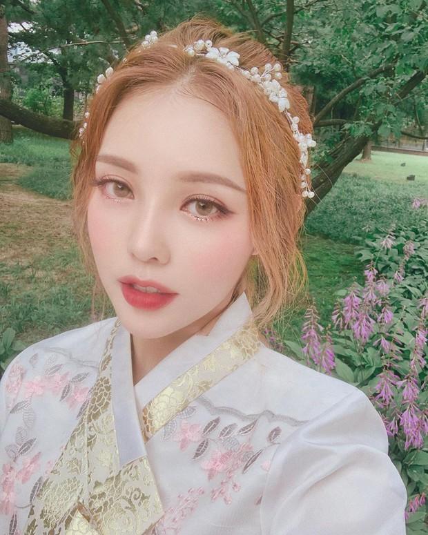 Nàng nào chuẩn bị đi Hàn phải ghim ngay cách makeup, làm tóc xinh như mộng của Pony để diện Hanbok thật lung linh - Ảnh 2.