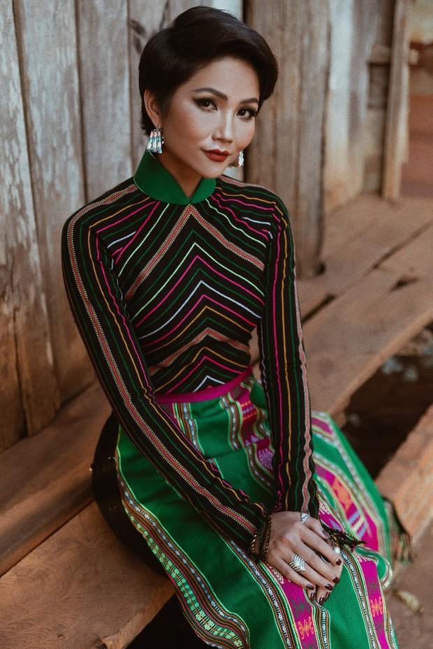 Hoa hậu nào cũng đua tranh váy áo đẳng cấp, riêng HHen Niê lại tôn vinh cội rễ bản thân bằng thời trang - Ảnh 9.