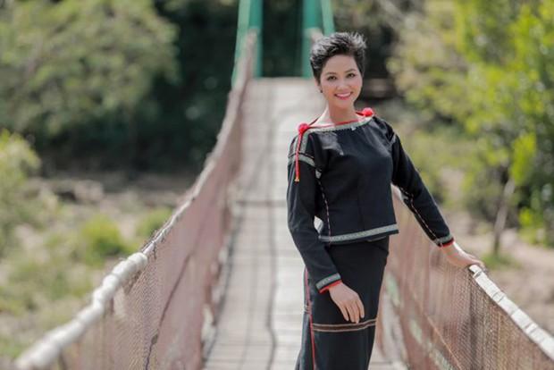Hoa hậu nào cũng đua tranh váy áo đẳng cấp, riêng HHen Niê lại tôn vinh cội rễ bản thân bằng thời trang - Ảnh 13.