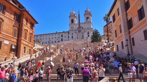 """Kỳ lạ """"bậc thang Tây Ban Nha"""" nhưng lại nằm ở Ý, luôn chật kín người lại có quy định phạt vô cùng khắt khe? - Ảnh 13."""