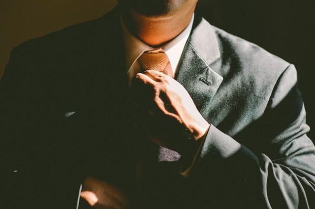 Triệu phú thuê người quyến rũ vợ tương lai của mình, mức giá lên đến 400 triệu đồng nếu phi vụ thành công - Ảnh 1.