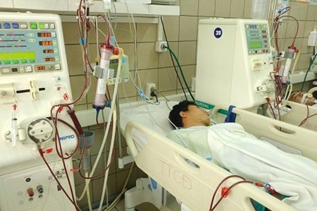 Uống rượu thay cơm 5 ngày liên tiếp, thanh niên Hà Nội nhập viện cấp cứu - Ảnh 1.