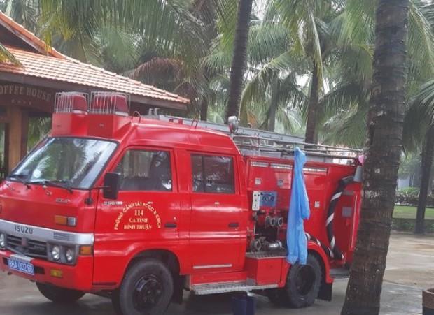 Vụ khách du lịch chết đuối ở biển Bình Thuận: Nỗ lực tìm 2 người mất tích - Ảnh 4.