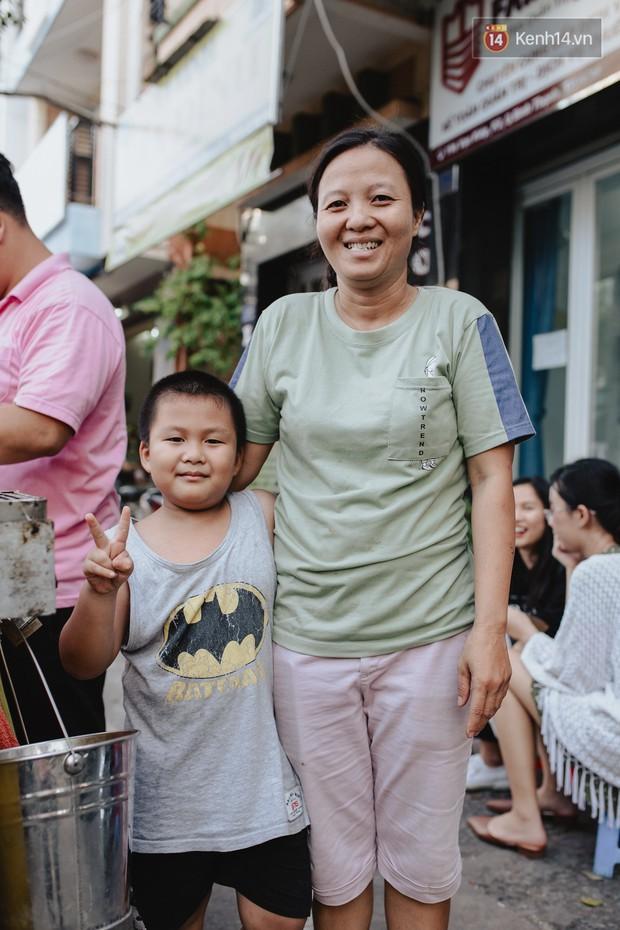 Hôm nay trời thật đẹp, nhưng tôi không thể nói và nghe - câu chuyện cảm động của hàng bánh tráng giữa lòng Sài Gòn - Ảnh 3.