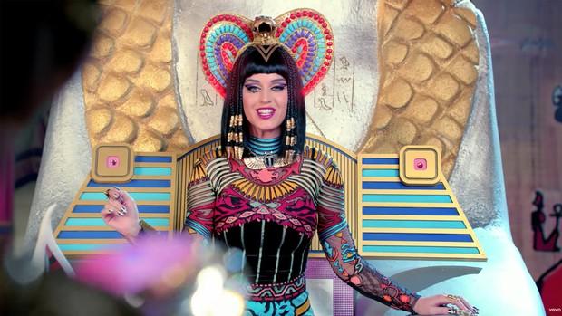 """""""Năm đen tối nhất sự nghiệp"""" gọi tên Katy Perry: Lùm xùm đạo nhạc vừa lắng xuống lại bị bạn diễn tố cáo quấy rối tình dục - Ảnh 8."""