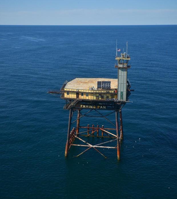 Rùng mình với trải nghiệm ở khách sạn nguy hiểm nhất thế giới, nằm trơ trọi ở độ cao 27m so với mặt nước biển - Ảnh 4.
