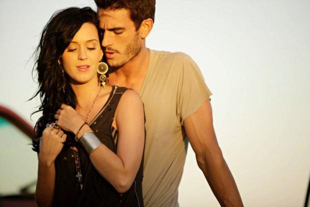 """""""Năm đen tối nhất sự nghiệp"""" gọi tên Katy Perry: Lùm xùm đạo nhạc vừa lắng xuống lại bị bạn diễn tố cáo quấy rối tình dục - Ảnh 9."""