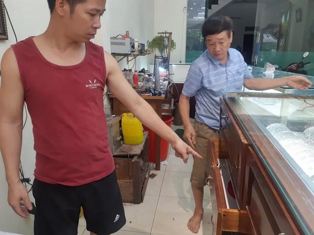 Hà Nội: Lợi dụng đêm mưa gió, kẻ gian đột nhập vào tiệm vàng trộm số tài sản trị giá 1,8 tỷ đồng  - Ảnh 3.
