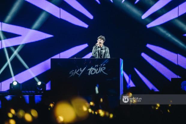 Đêm diễn cuối Sky Tour: Sơn Tùng M-TP chết trong sự ngọt ngào của Hà Nội, Justatee chiếm trọn trái tim Sky - Ảnh 9.