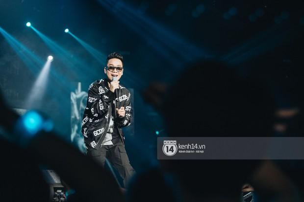 Đêm diễn cuối Sky Tour: Sơn Tùng M-TP chết trong sự ngọt ngào của Hà Nội, Justatee chiếm trọn trái tim Sky - Ảnh 1.
