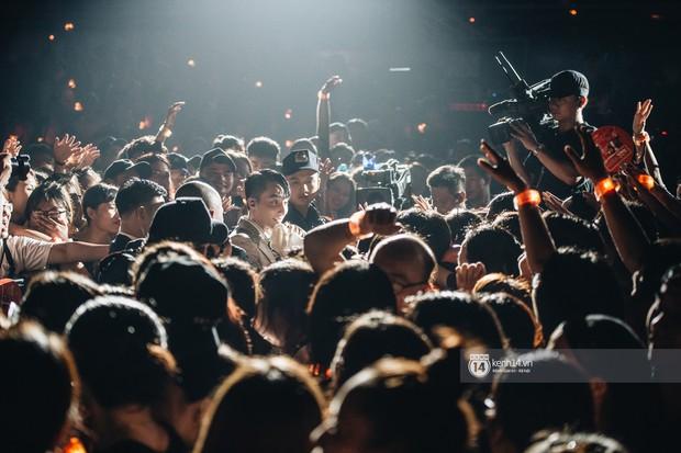 Đêm diễn cuối Sky Tour: Sơn Tùng M-TP chết trong sự ngọt ngào của Hà Nội, Justatee chiếm trọn trái tim Sky - Ảnh 13.