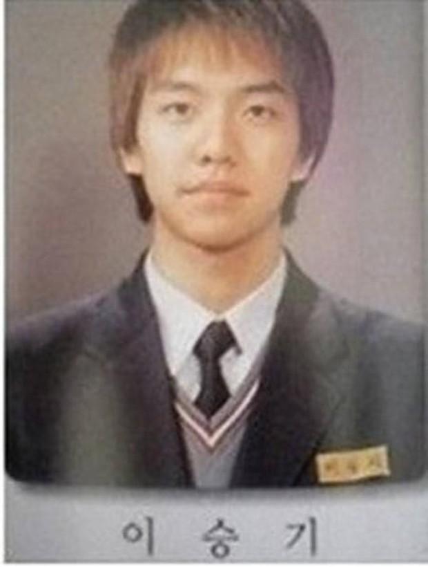 Ảnh tốt nghiệp của dàn tài tử hàng đầu Hàn Quốc: Nhan sắc thật được phơi bày, tài tử Người thừa kế gây sốc nhất - Ảnh 16.