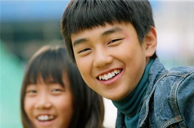 Ảnh tốt nghiệp của dàn tài tử hàng đầu Hàn Quốc: Nhan sắc thật được phơi bày, tài tử Người thừa kế gây sốc nhất - Ảnh 2.