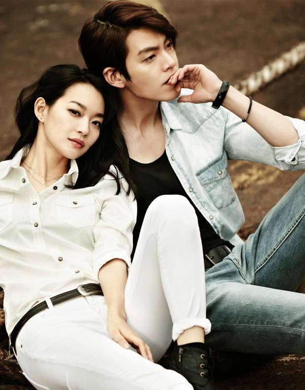 Sau thời gian dài im ắng, tài tử Kim Woo Bin gây sốt vì thể hiện tình cảm với Shin Min Ah mặc kệ trời nắng nóng - Ảnh 5.