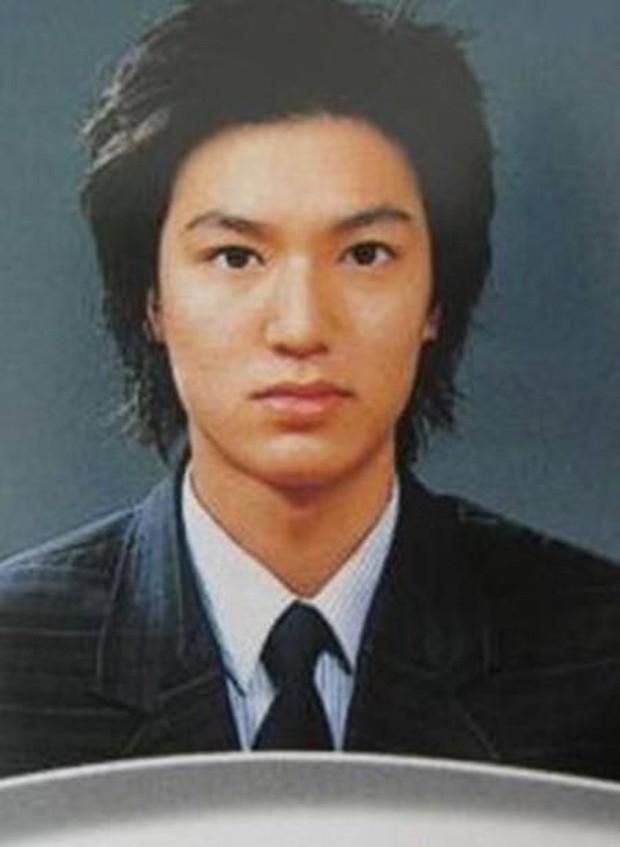 Ảnh tốt nghiệp của dàn tài tử hàng đầu Hàn Quốc: Nhan sắc thật được phơi bày, tài tử Người thừa kế gây sốc nhất - Ảnh 7.
