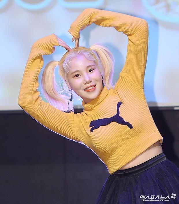 Lộ diện với gương mặt khác lạ, nữ idol xấu nhất lịch sử Kpop bị nghi phẫu thuật thẩm mỹ đến mức xuống sắc hơn trước - Ảnh 8.