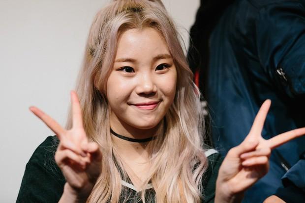 Lộ diện với gương mặt khác lạ, nữ idol xấu nhất lịch sử Kpop bị nghi phẫu thuật thẩm mỹ đến mức xuống sắc hơn trước - Ảnh 9.