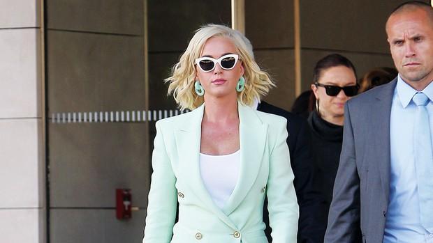 """""""Năm đen tối nhất sự nghiệp"""" gọi tên Katy Perry: Lùm xùm đạo nhạc vừa lắng xuống lại bị bạn diễn tố cáo quấy rối tình dục - Ảnh 6."""