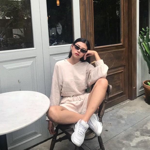 Instagram #OOTD tuần qua: đỉnh cao sành điệu là khi lên đồ đơn giản nhưng vẫn sexy và chất, chunky sneaker vẫn hot phá đảo - Ảnh 4.