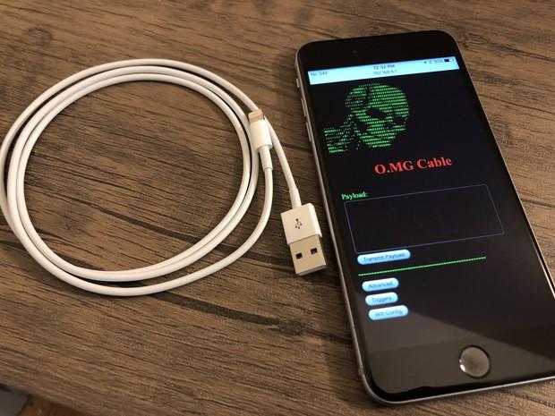 Hãi hùng với sạc iPhone giả mạo kiểu mới: Cắm vào là thoải mái hack, điều khiển máy nạn nhân từ xa - Ảnh 1.