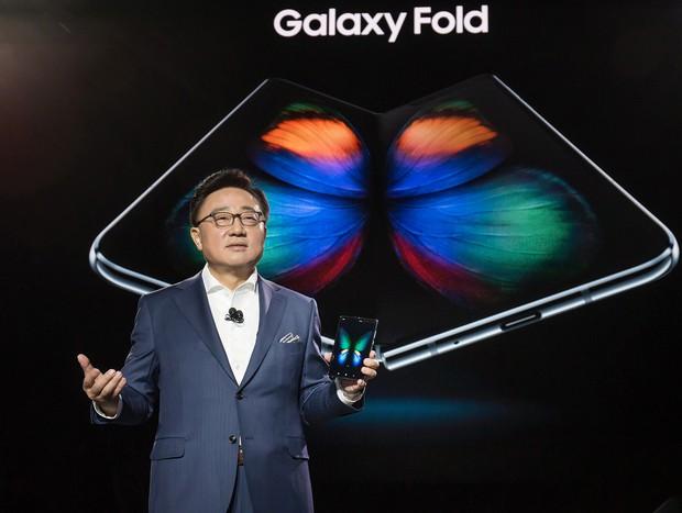 Đừng mua iPhone XI năm nay, hãy đợi năm sau để tậu món hàng nóng đồn đại siêu khủng này - Ảnh 1.
