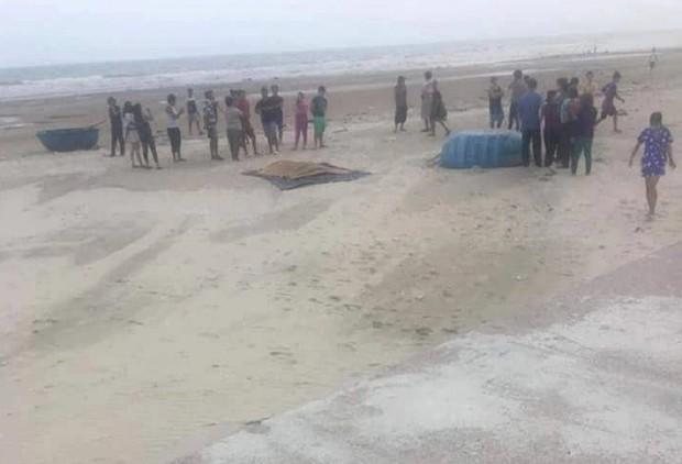 Tìm thấy thi thể 2 người mất tích khi tắm biển ở Bình Thuận - Ảnh 1.