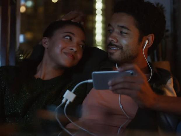 Cứ khen Apple dũng cảm, nhưng Samsung nay còn dũng cảm hơn - Ảnh 1.