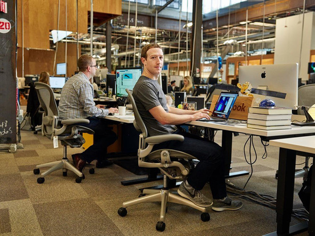 5 tỷ phú công nghệ hàng đầu thế giới làm việc trên chiếc bàn đặc biệt thế nào? - Ảnh 3.