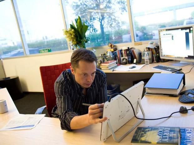 5 tỷ phú công nghệ hàng đầu thế giới làm việc trên chiếc bàn đặc biệt thế nào? - Ảnh 5.
