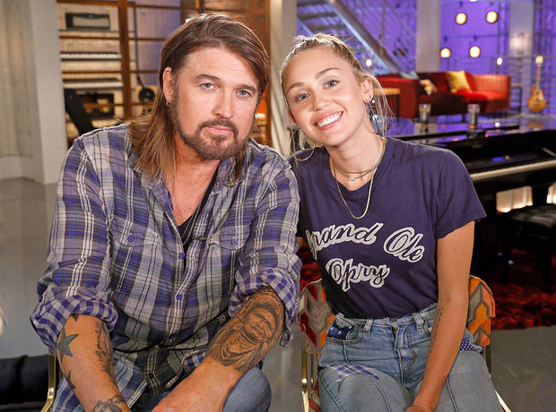 Nghịch lý gia đình Miley Cyrus: cô con gái trượt dốc không phanh, ông bố vừa mới đem về kỉ lục chưa từng có trong làng nhạc! - Ảnh 1.