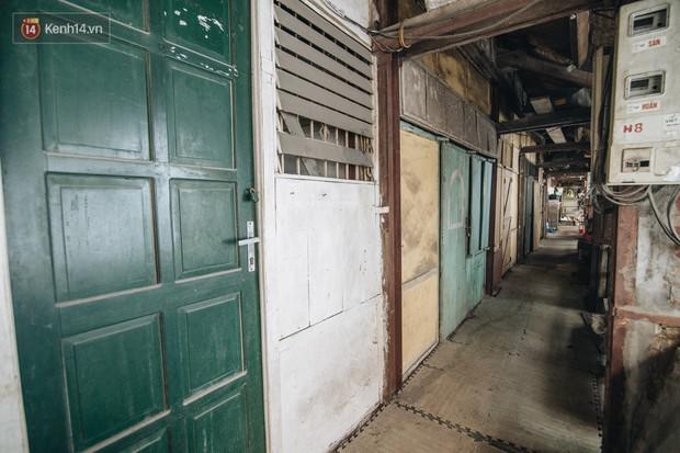 Khu tập thể gỗ xuống cấp nghiêm trọng tồn tại gần 70 năm giữa lòng Hà Nội: Không nhà vệ sinh, là lãnh thổ của bầy chuột sinh sôi - Ảnh 6.