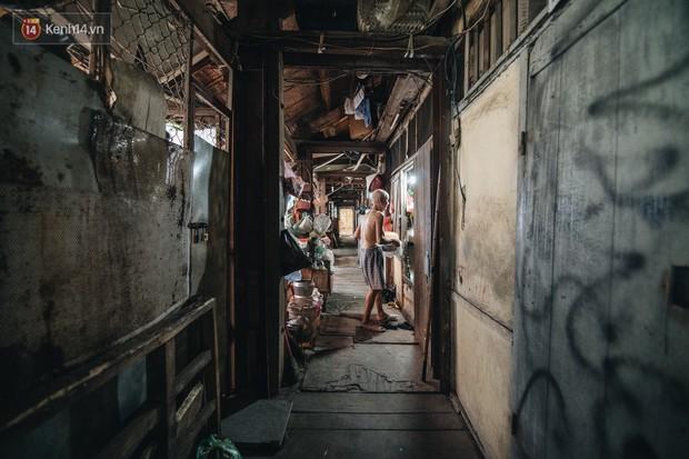 Khu tập thể gỗ xuống cấp nghiêm trọng tồn tại gần 70 năm giữa lòng Hà Nội: Không nhà vệ sinh, là lãnh thổ của bầy chuột sinh sôi - Ảnh 18.
