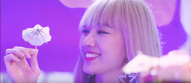 Hari Won tung MV Trấn Thành viết lời, mặc bikini nhí nhảnh trong tiệc bể bơi - Ảnh 5.