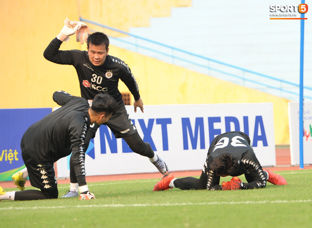 Quảng Nam muốn mượn Phí Minh Long nhưng HLV Chu Đình Nghiêm không đồng ý vì lý do liên quan đến Bùi Tiến Dũng - Ảnh 3.